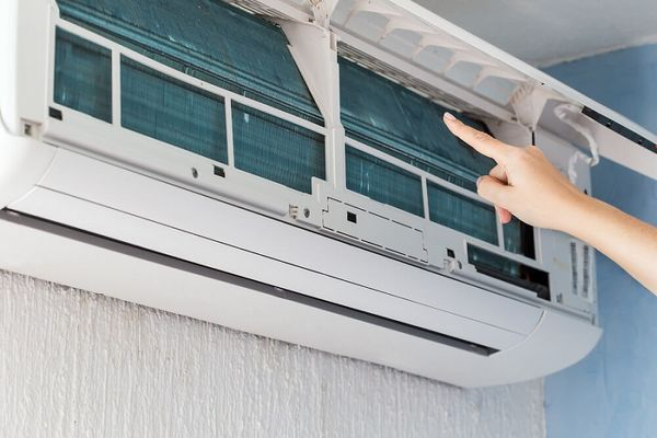 How Do You Clean an Air Conditioner Filter?
